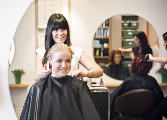 Hair Stylist Nearby : How to Look For A Good Hair Salon Near You -